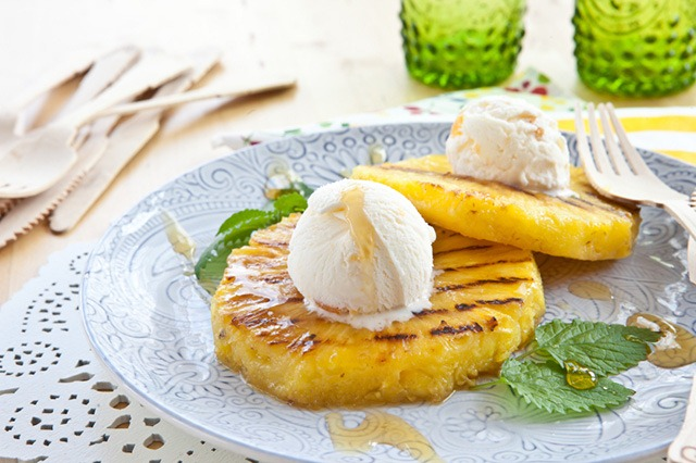 5 Desserts to Make on the Grill