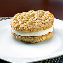 Oatmeal Cream - 12 Whoopie Pies